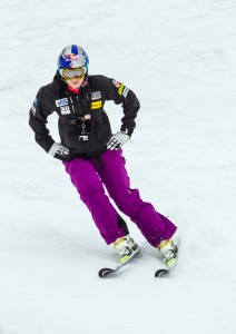 lindsey vonn does a ski drill as she returns in portillo