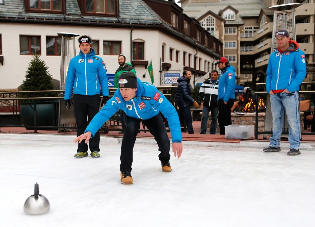 The Austrian men's team went curling when the first training run was cancelled (GEPA/Wolfgang Grebien)