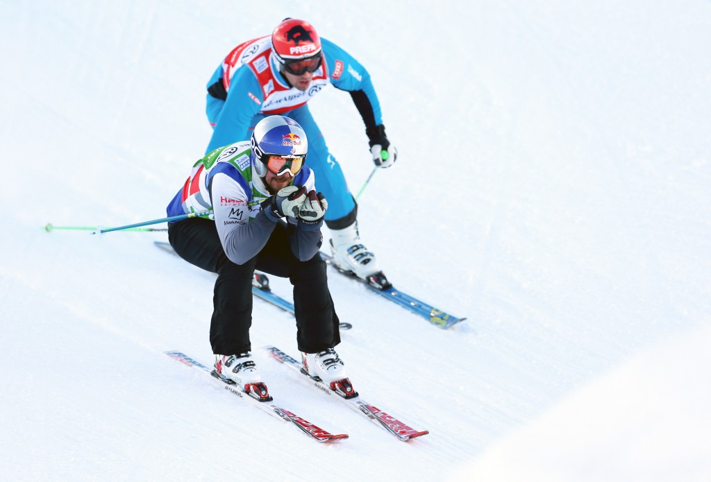John Teller advances past Matt for the lead (GEPA/Daniel Goetzhaber)