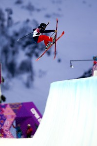 Maddie Bowman takes gold for the US in women's ski halfpipe. (GEPA)