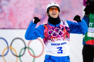 Anton Kushnir celebrates his gold in men's freestyle aerials. (GEPA/Carl Sandin)