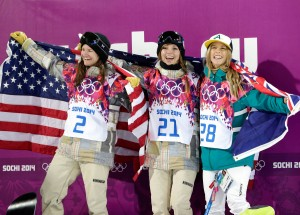 Kelly Clark, Kaitlyn Farrington and Torah Bright on the halfpipe podium. (GEPA/Andrew Scott)