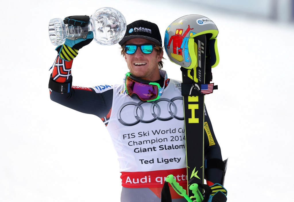 Ted Ligety with the 2014 GS crystal globe. GEPA/Christian Walgram