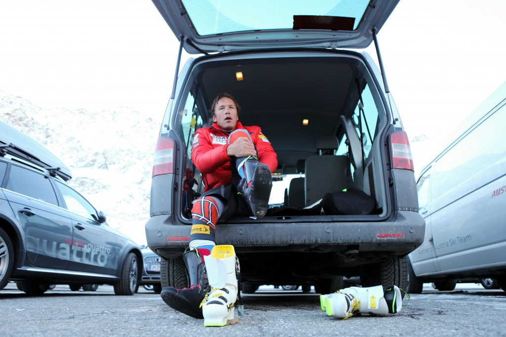 Bode Miller boots up for the 2013 season opener in Soelden. GEPA/Andreas Pranter