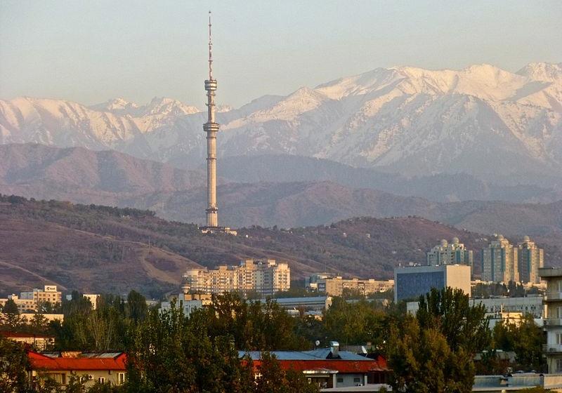 800px-TV-Turm_Almaty_-_3