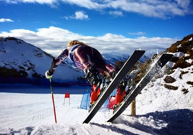 Mikaela Shiffrin pushes out of the start during NZ training. Facebook