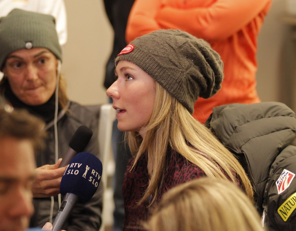 Mikaela Shiffrin fields questions from the media at the Aspen World Cup. GEPA